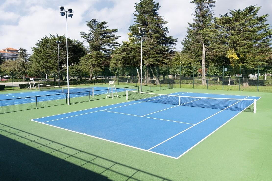 Leere Tennisplätze